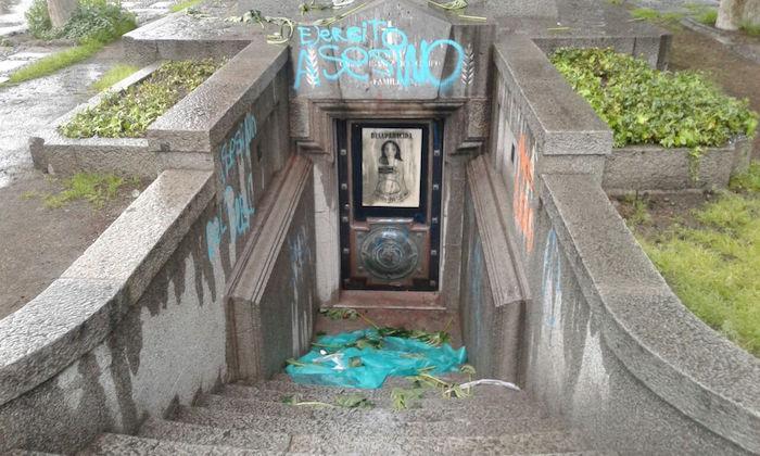 Condena al rayado de la tumba Carlos Ibáñez del Campo