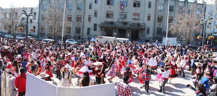 Con Mil Pañuelos al Viento establecimientos del sistema educativo municipal iniciaron el mes de la Patria en Talca