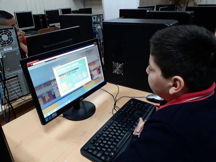 Estudiantes de 6to básico, ya pueden elegir su computador portátil