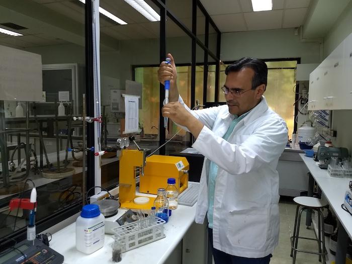 Investigadores maulinos trabajan en extracción eficiente de compuesto que combate enfermedades