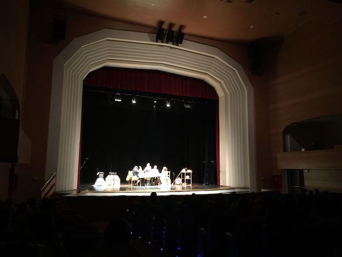 """Exponen Obra """"Las Feriantes"""" en el Teatro Municipal de Linares"""