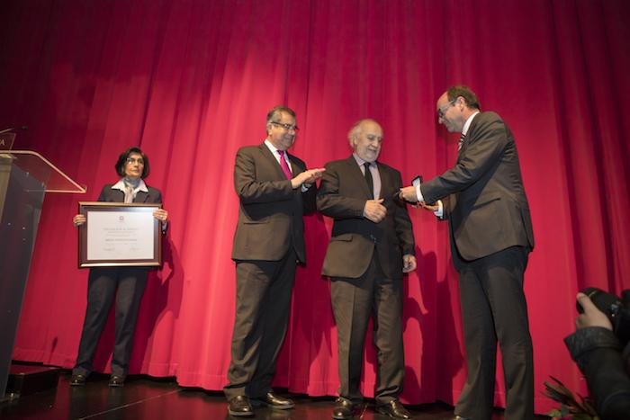 Cineasta Miguel Littin recibió Medalla al Mérito Juan Ignacio Molina