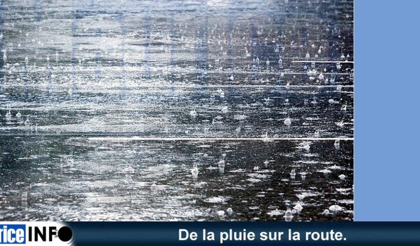 De la pluie sur la route