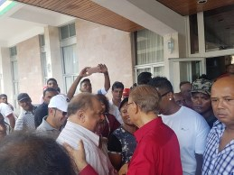 Dr Vasant Bunwaree en compagnie de Navin RamgoolaDr Vasant Bunwaree en compagnie de Navin Ramgoolamm