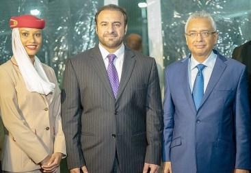 Orhan Abbas, Emirates Senior Vice-President, Commercial Operations, Africa avec le Premier Ministre, l'honourable Pravind Kumar Jugnauth