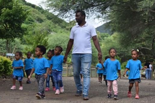 Les enfants se promènent au Casela World of Adventures.