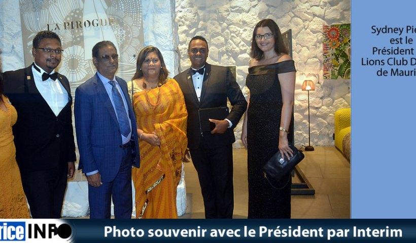 Photo souvenir avec le Président par Interim
