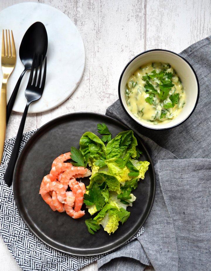 Crevettes et mayonnaise aux herbes