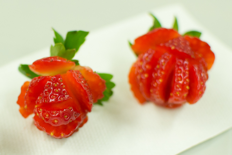 how to cut strawberry roses