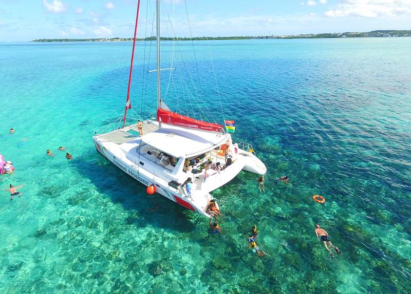 Catamaran cruises to Ile aux cerfs