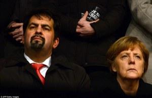 """Merkel con AIman Mazyek, capo dei musulmani in Germania e """"Fratello"""""""