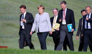 Merkel a Ulan Bator con la delegazione tedesca: i telefoni non prendono.