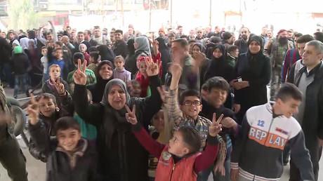 Così la popolazione di Aleppo Est accoglie le truppe siriane