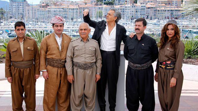 Autopromozione, e propaganda peshmerga. Qui a Cannes. Camicia stirata.