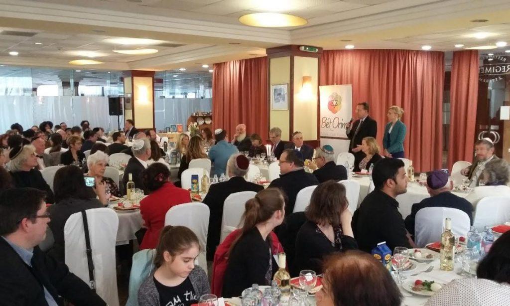 """David Kostelancik parla alla cena di Seder (Pasqua Ebraica) su invito del rabbino ungherese Ferenc Raj e della """"Bet Orim"""", congrega di ebrei riformati. 11 aprile 2017."""