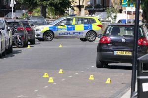 LONDRA: 48 ore di orrenda violenza, 5 sparati e 8 pugnalati