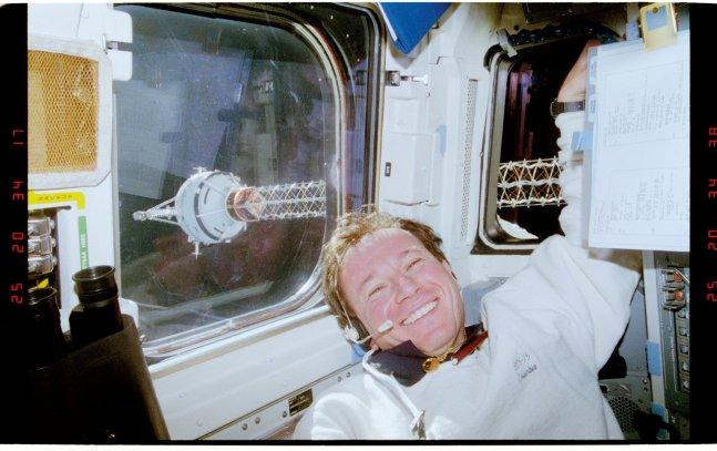 Maurizio Cheli a bordo, STS-75