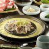 Pancetta assada na mesa com legumes Go Where Gastronomia Portal da Coréia Chef Regina Hwang