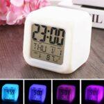 BSTTAI Réveil Lumineux LED 7 Couleurs, Horloge Murale LCD éclairée par Cube, veilleuse avec Date tempérqture, veilleuse pour Enfants, Adultes, Tout-Petits
