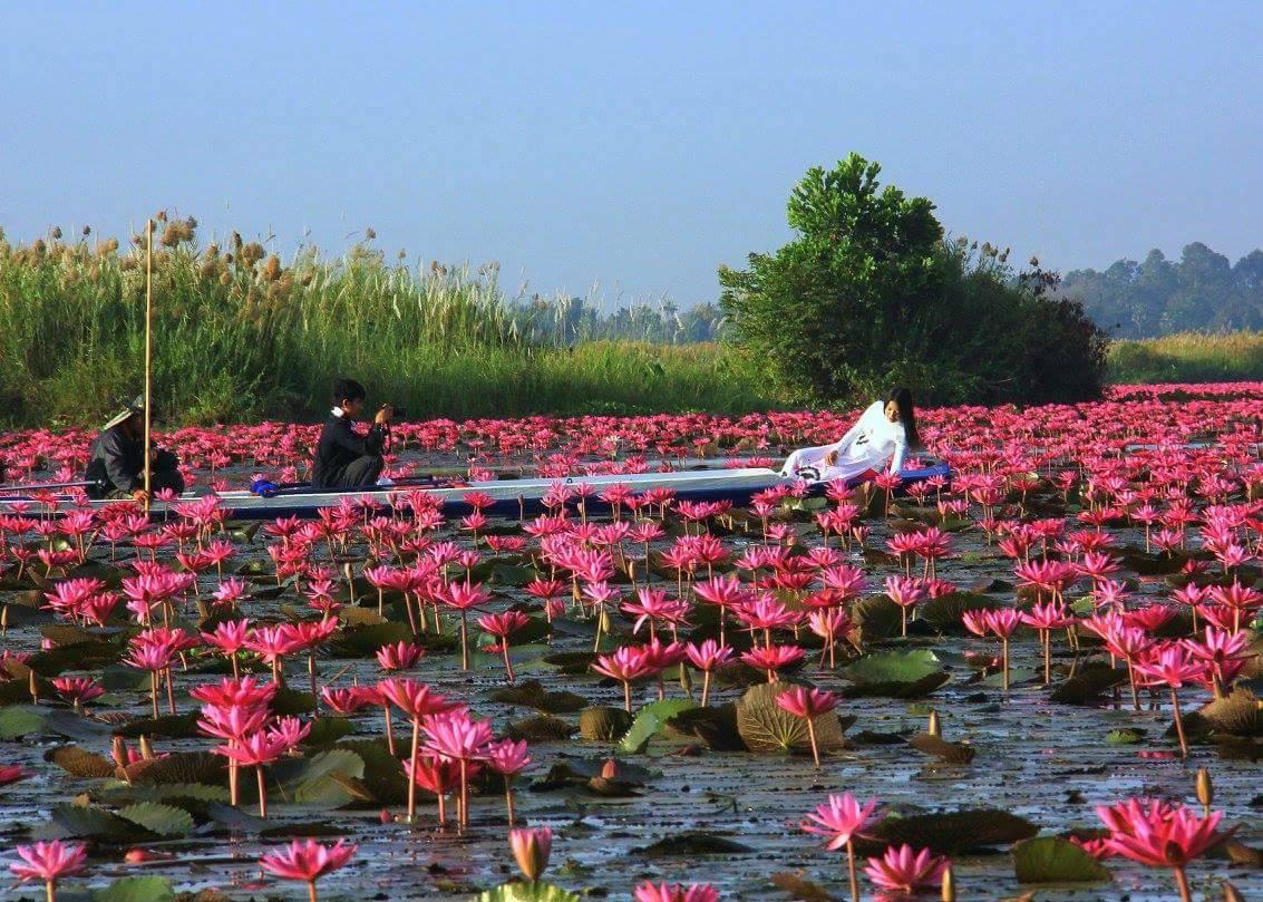 Postcard pretty weddings are held at Red Lotus Sea