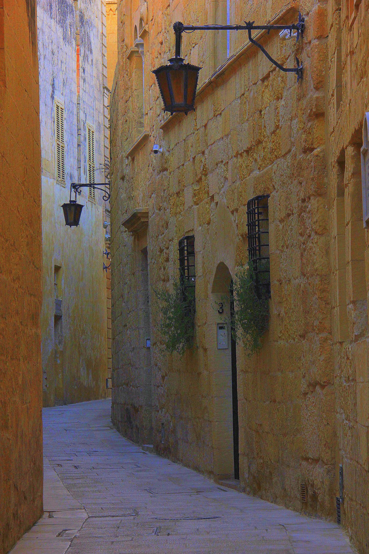 Narrow alleys of Mdina are great for exploration