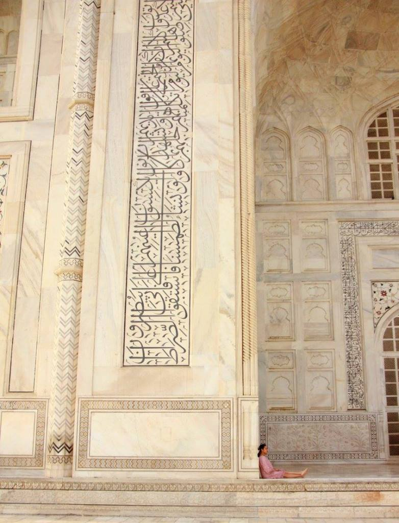 a glimpse of the taj mahal