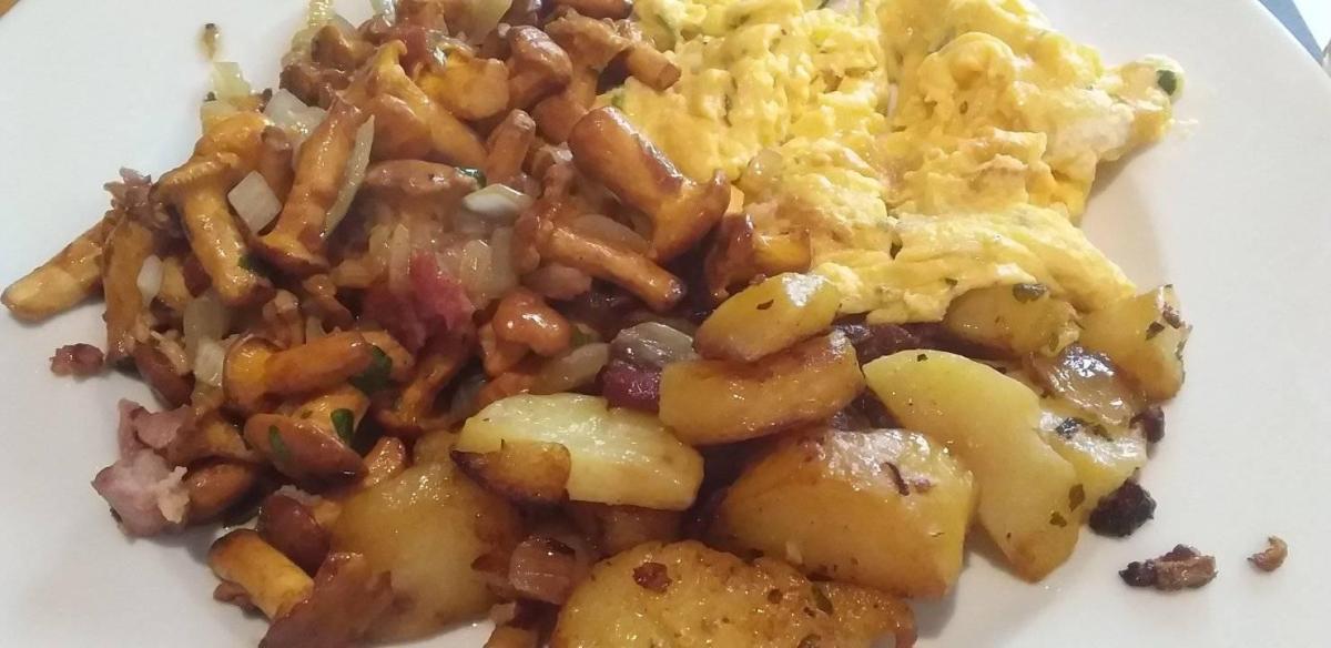 pfifferlinge with scrambled eggs