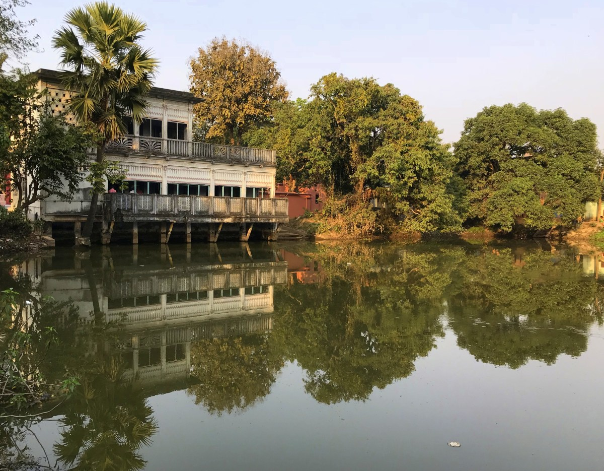 Amadpur Baithakkhana is by a lake