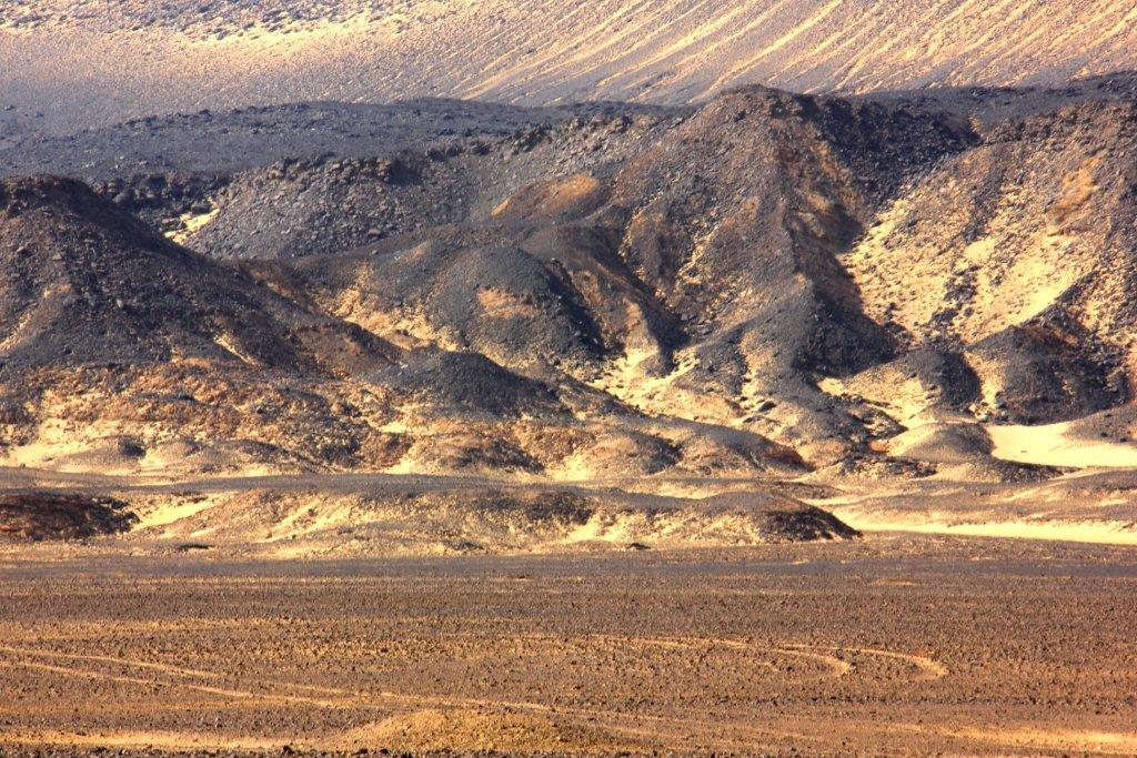 the black desert day trip from bahariya oasis