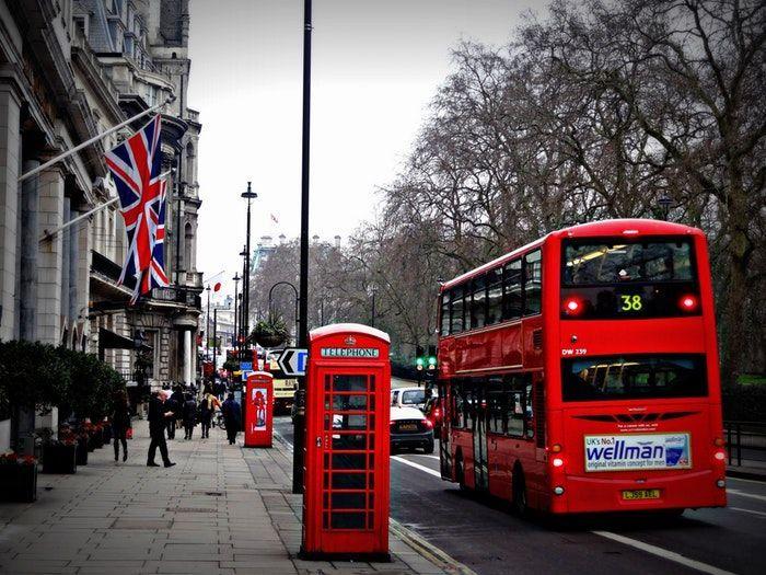 Viajar a Londres para aprender inglés.