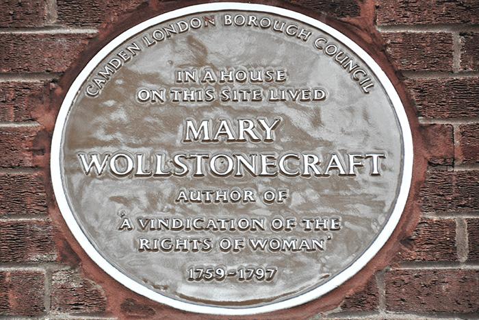 Placa a Mary Wollstonecraft, mujer determinante en la primera ola del feminismo