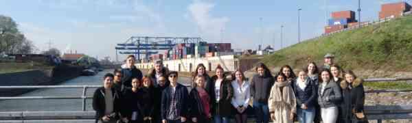 Exkursion zum Hafen Duisburg: Wie findet man die Container alle wieder?