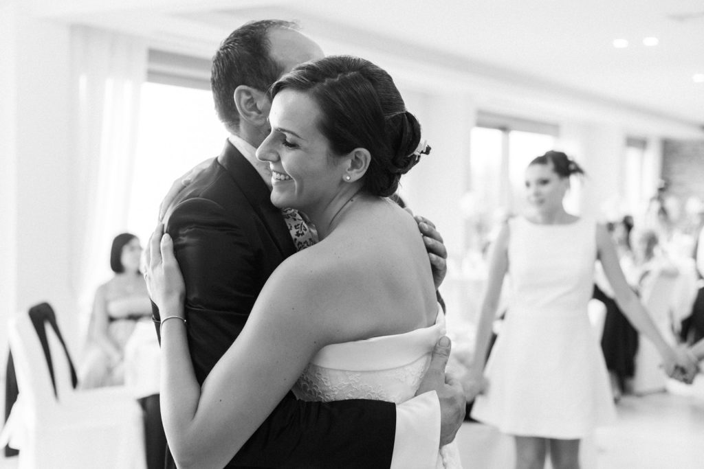 Italian couple have their first dance at the Convivium Hotel in Abruzzo