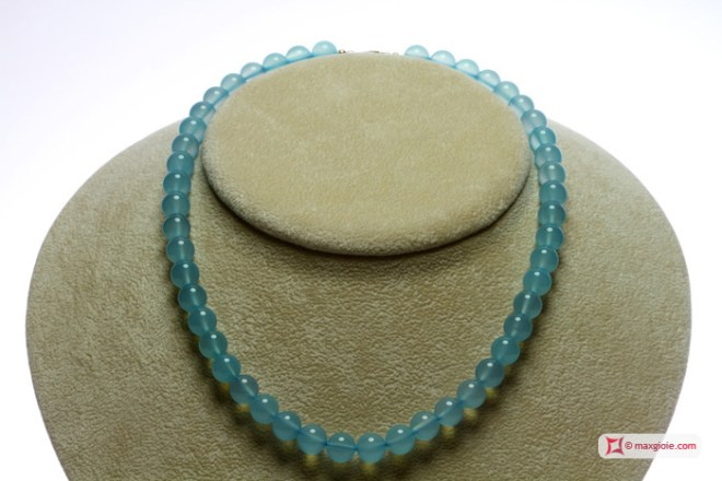 Extra Chalcedony Sea Blue Necklace 8-8½mm round in Gold 18K