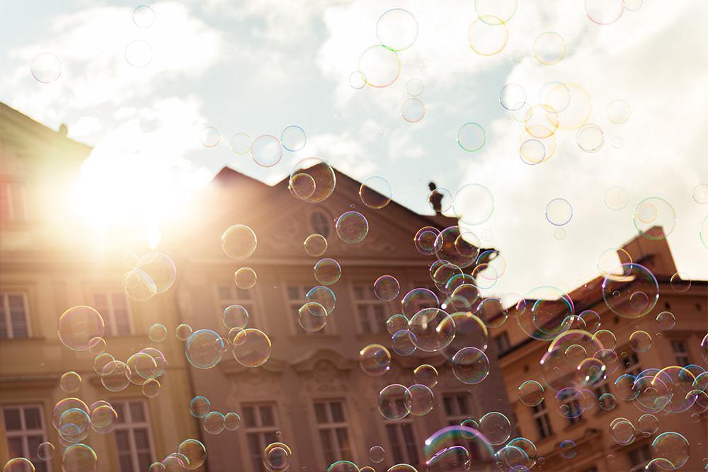 Prag Sehensw%C3%BCrdigkeiten Seifenblasen Altst%C3%A4dter Rathaus Prag Prague - Hello Prag I Business & Kultur