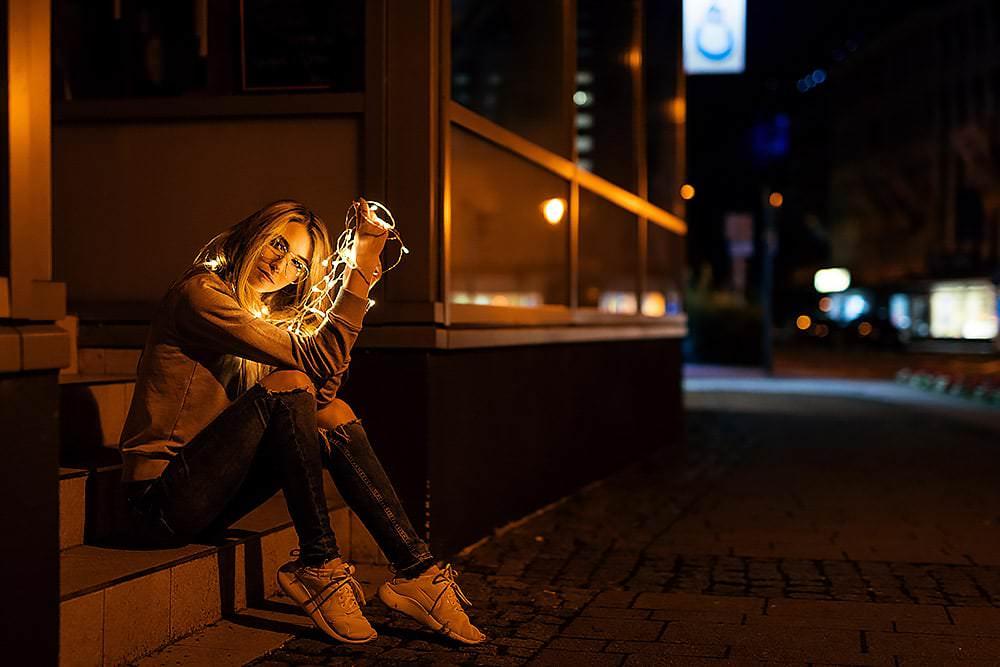 Fotoshooting Streetfotografie Fotograf fotostudio Fotokurs Workshop Profifotograf max hoerath bayreuth bamberg coburg hof weiden sonneberg kino - Lichterketten Shooting I mit Selina