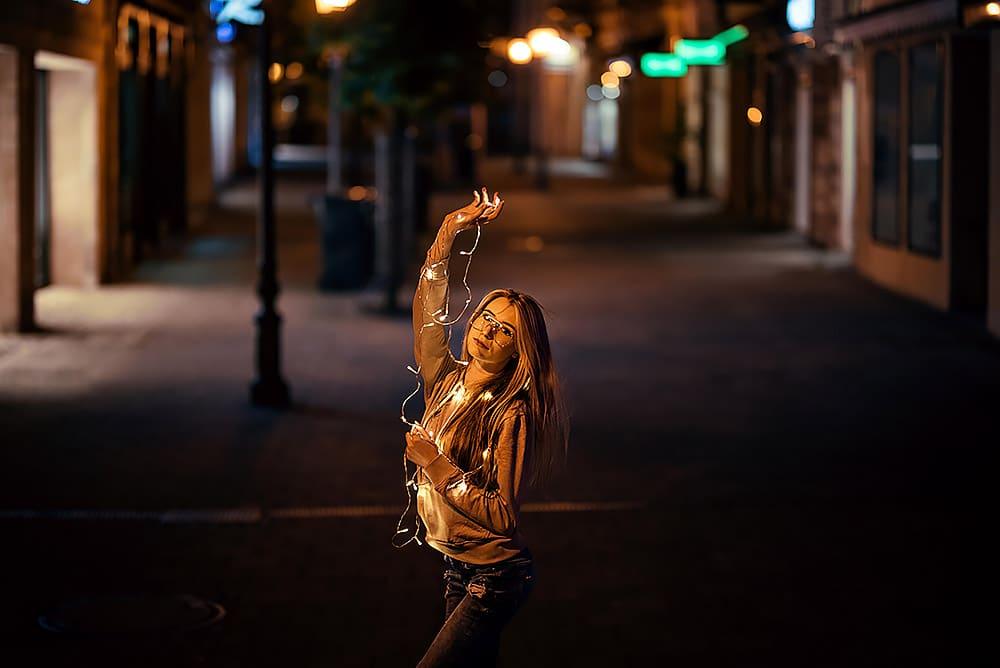 Fotoshooting Streetfotografie Fotograf fotostudio werbefotograf Medienagentur Fotokurs Workshop Profifotograf max hoerath kronach bayreuth kulmbach - Lichterketten Shooting I mit Selina