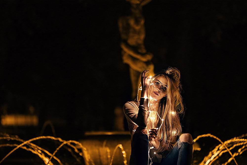 Fotoshooting Streetfotografie Fotograf fotostudio werbefotograf Medienagentur Fotokurs Workshop Profifotograf max hoerath obersdorf m%C3%BCnchen n%C3%BCrnberg - Lichterketten Shooting I mit Selina