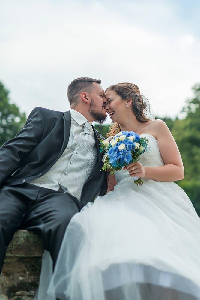 Hochzeitsfotograf Fotograf Fotoshooting brautpaar Hochzeitsfotos Hochzeitsreportage hochzeitshooting schuhe brautstraus brautpaar Liebespaar max hoerath design - Hochzeitsreportage & After Wedding mit Maria & Jan