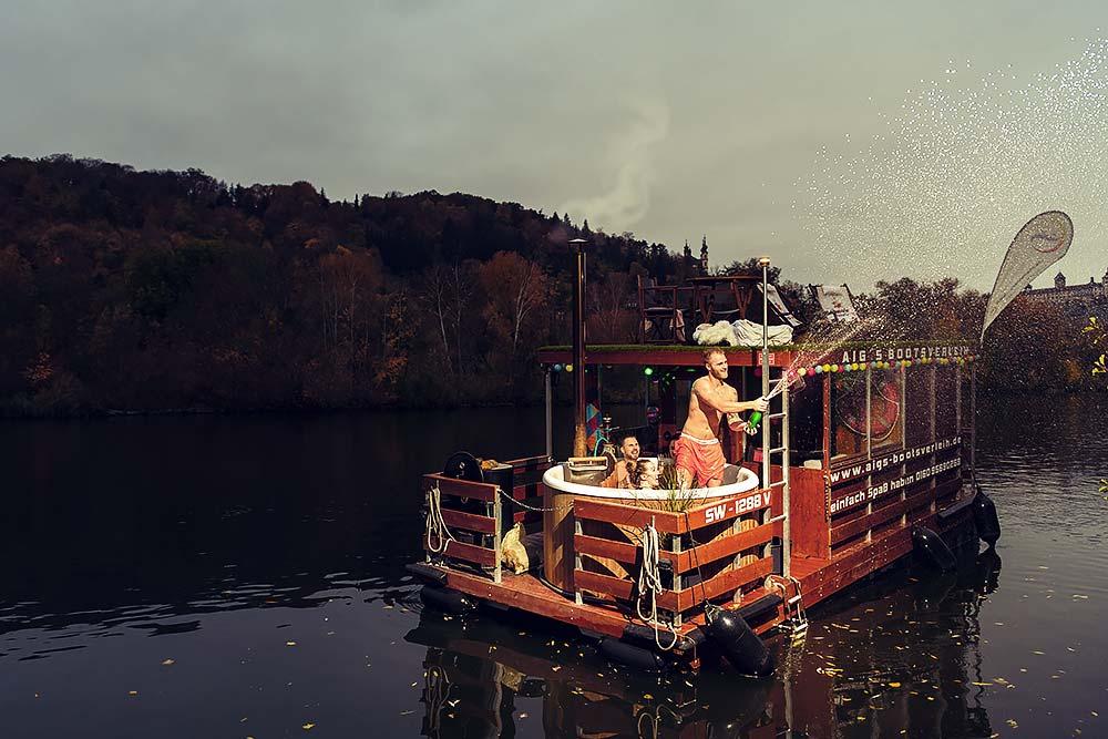 Aigs bootsverleih hausboot ferienspa%C3%9F w%C3%BCrzburg chillen spa%C3%9F jga werbefotografie werbefotografie frankfort max hoerath design bamberg frankfurt hotpod party - Werbefotografie – Aig´s Bootsverleih Würzburg
