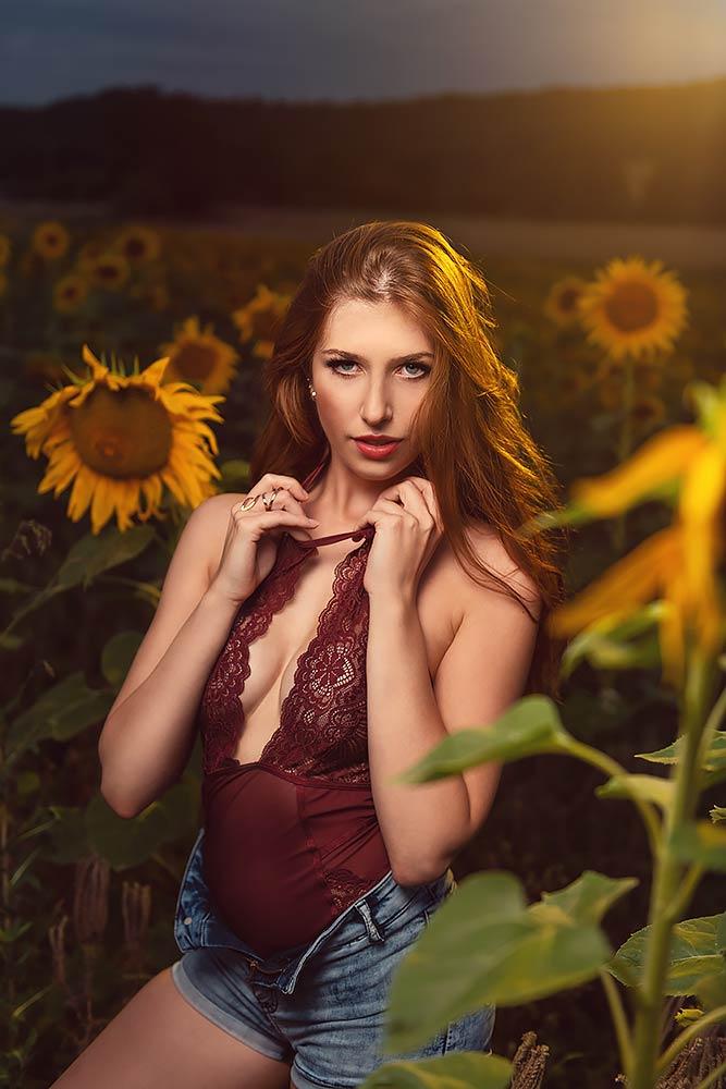 Strobist Max Hörath und Elena mit Sonnenblumen