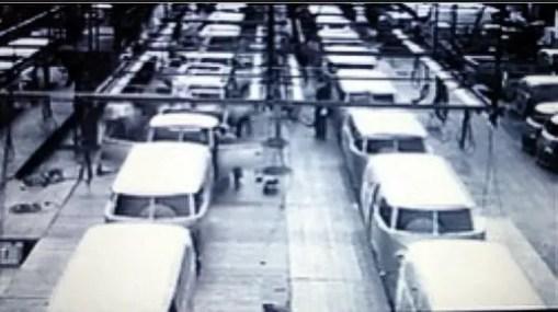 A esta altura já eram produzidos 400 veículos por dia, as linhas de montagem não paravam.