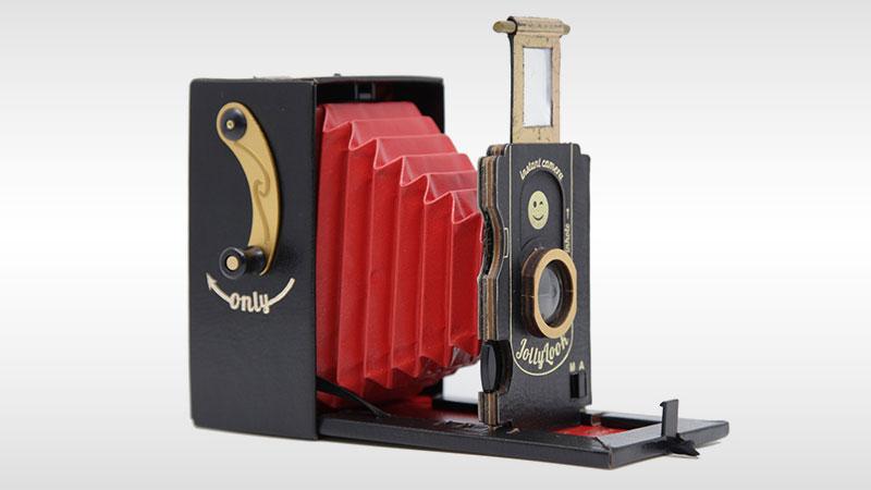 cet appareil photo vintage en carton