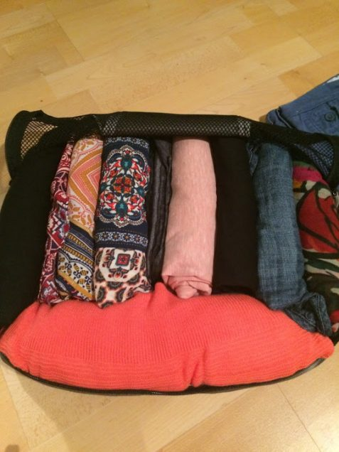 packing-rolled-clothes