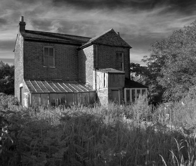 Farmhouse Abandoned Neglect Dilapidation