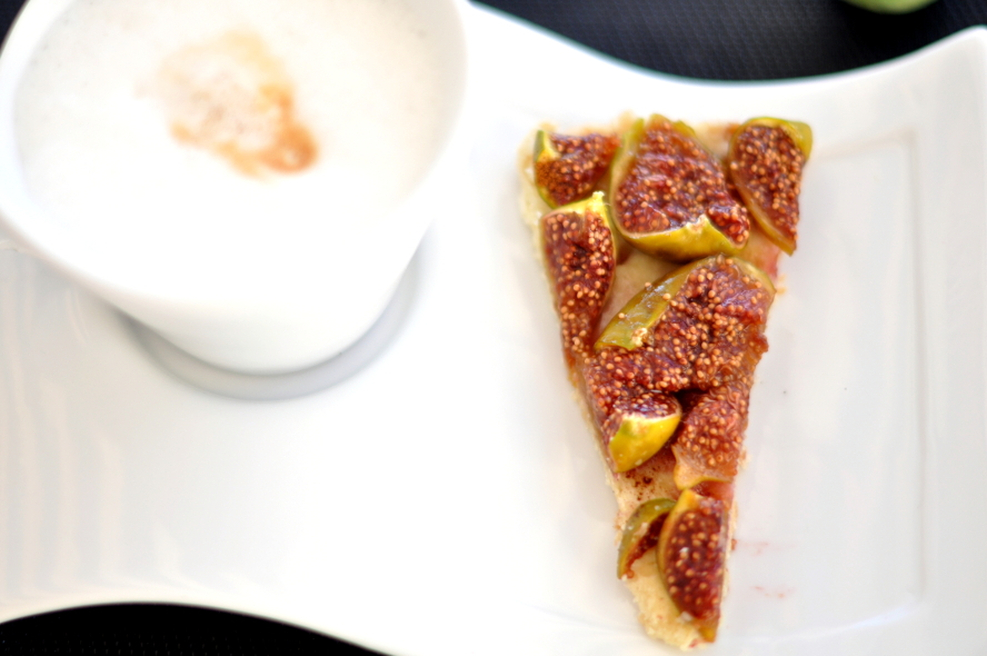 Fig tart with honey on olive oil crust