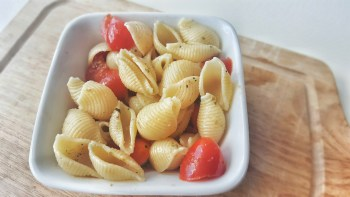 Back To School Lunch Ideas - Fresh Tomatoes & Olive Oil Pasta