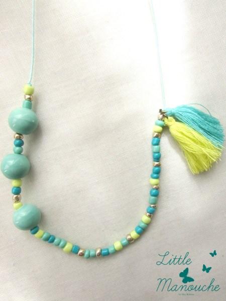 """COLLIER """"Little Manouche"""" perles en céramique vertes, rocailles vertes et jaunes fluo"""