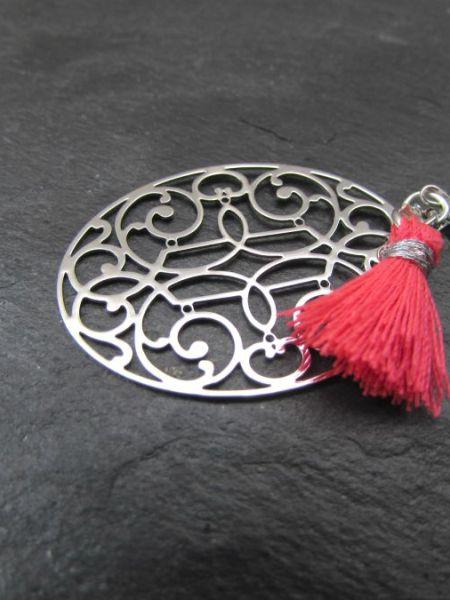 """Collier NINA """"MAY MOUCHARABIEH"""" - Médaille orientale dorée à l'or fin blanc, pompon rose fluo, perle opale de bohème"""