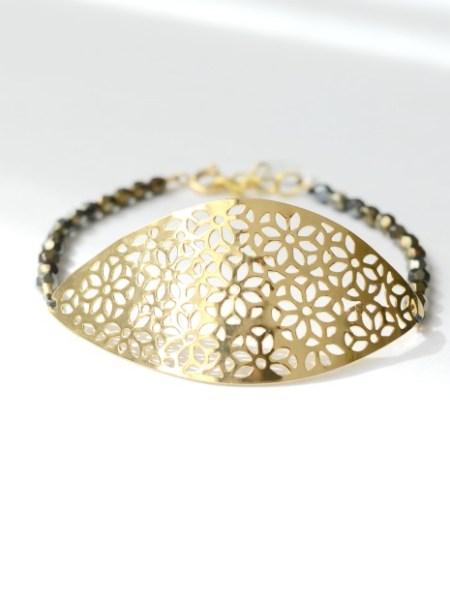 bracelet_grande_estampe_fleur_filigrané_perles_noires_moirées_boheme_boho_chic